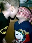 kissing-superheroes