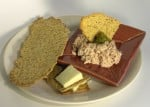 crackers-with-tuna-and-cheese
