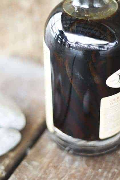 Whiskey Vanilla Extract | Make Ahead Mondays