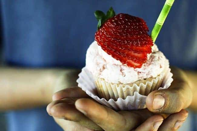 Strawberry Lemonade Cupcakes | www.foodiewithfamily.com