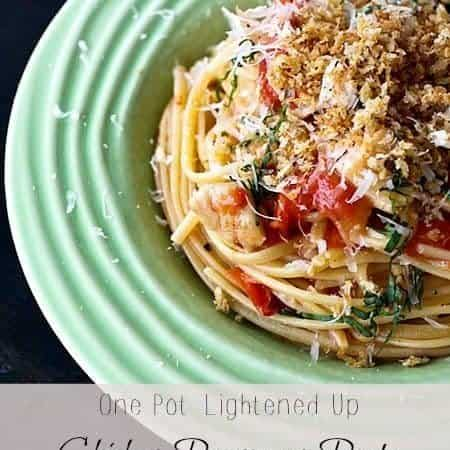 One Pot Lightened Up Chicken Parmesan Pasta {25 Minute Meal}