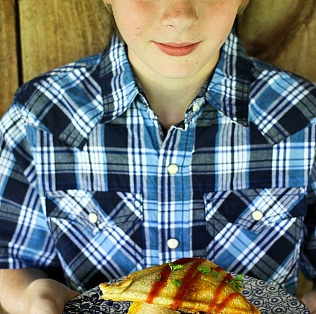 Ty's Best Breakfast Sandwich {scrambled eggs, crispy hashbrowns + bacon, and cheese in sourdough toast! foodiewithfamily.com #thatsmykid #jcpambassador #sponsored