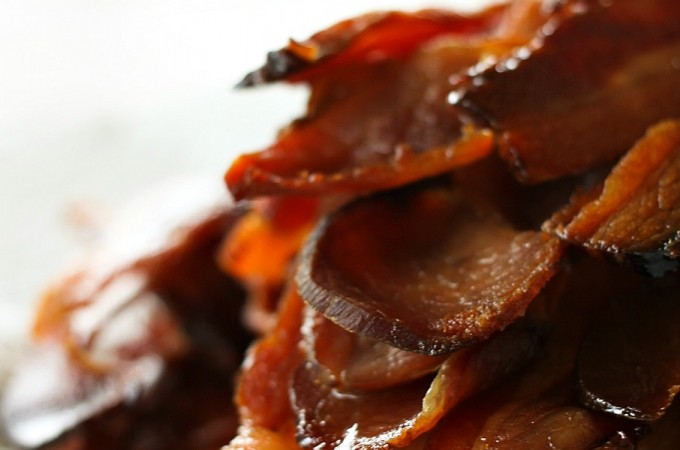 Homemade Maple Bourbon Jalapeno Bacon from foodiewithfamily.com Made with no preservatives!