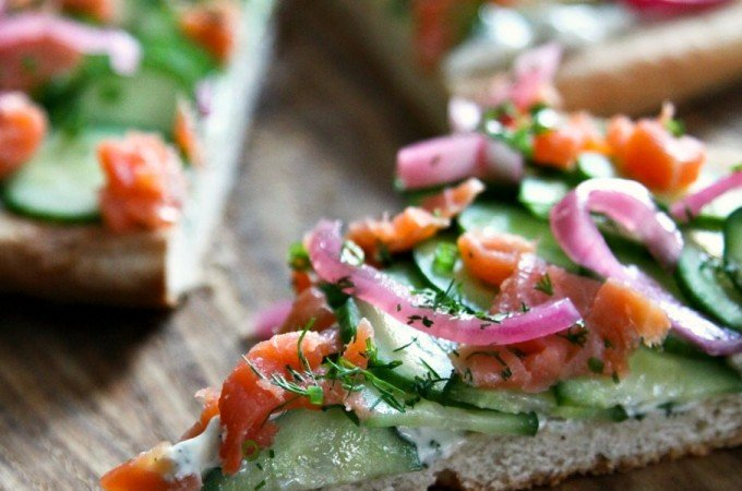 Smoked-Salmon-Cucumber-Pizza-c