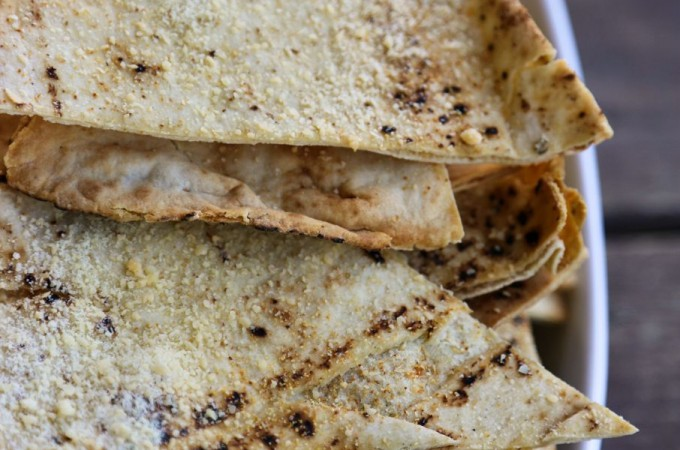 Homemade Garlic Parmesan Pita Chips Recipe from foodiewithfamily.com