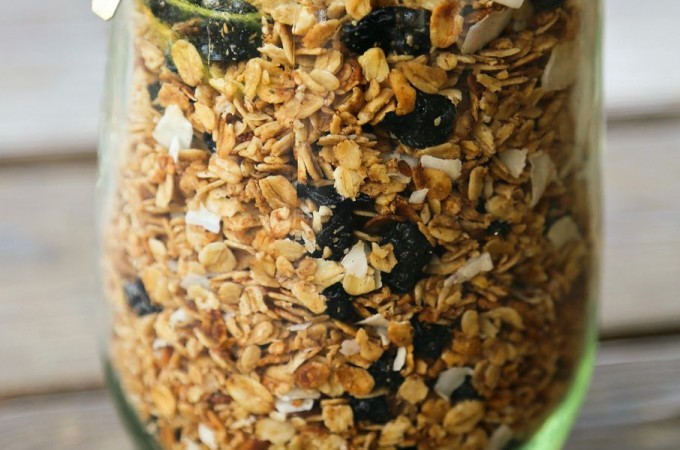 Slow-Cooker Blueberry Coconut Vanilla Granola