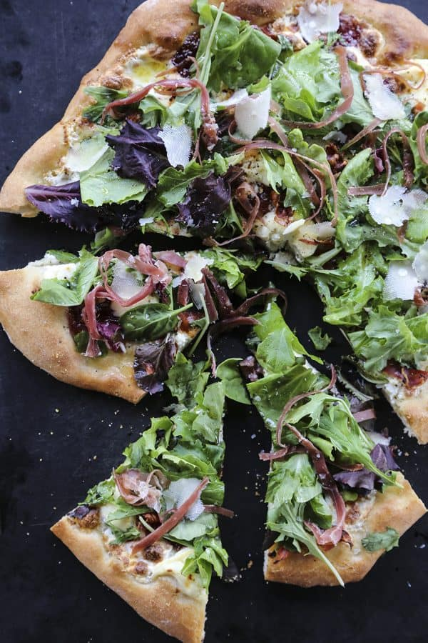 Figgy Pig Pizza - Tuscan Style Prosciutto, fig jam, and greens pizza from foodiewithfamily.com #client #DaVinciStoryteller