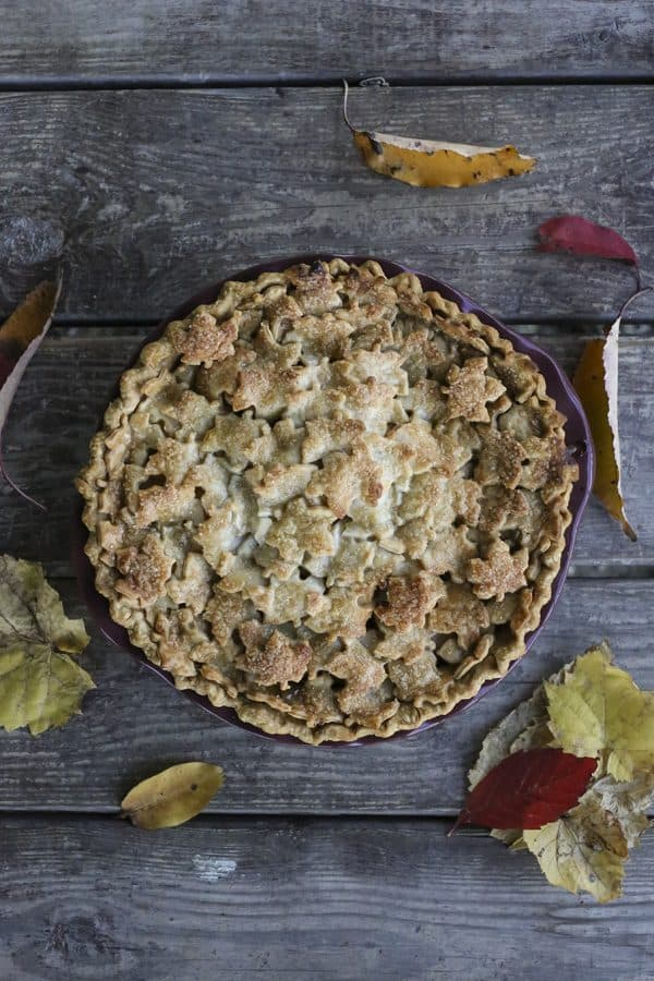 Maple Chai Apple Pie: Creamy, rich, chai spiced apple pie.