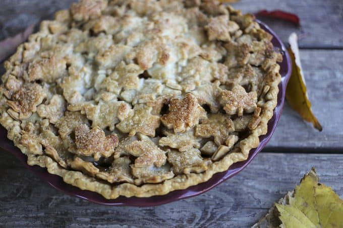 Maple Chai Apple Pie: Creamy, rich, chai spiced apple pie.