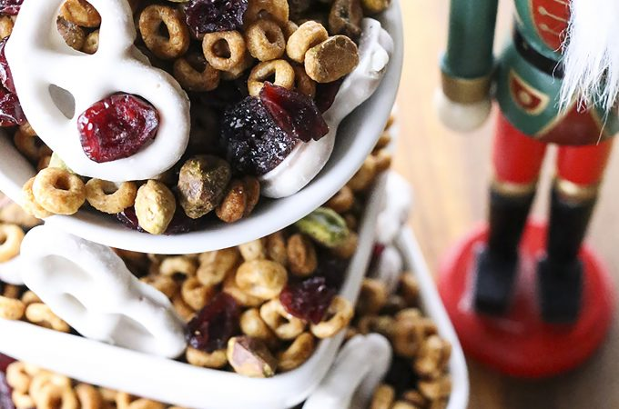Cranberry Pistachio Christmas Snack Mix